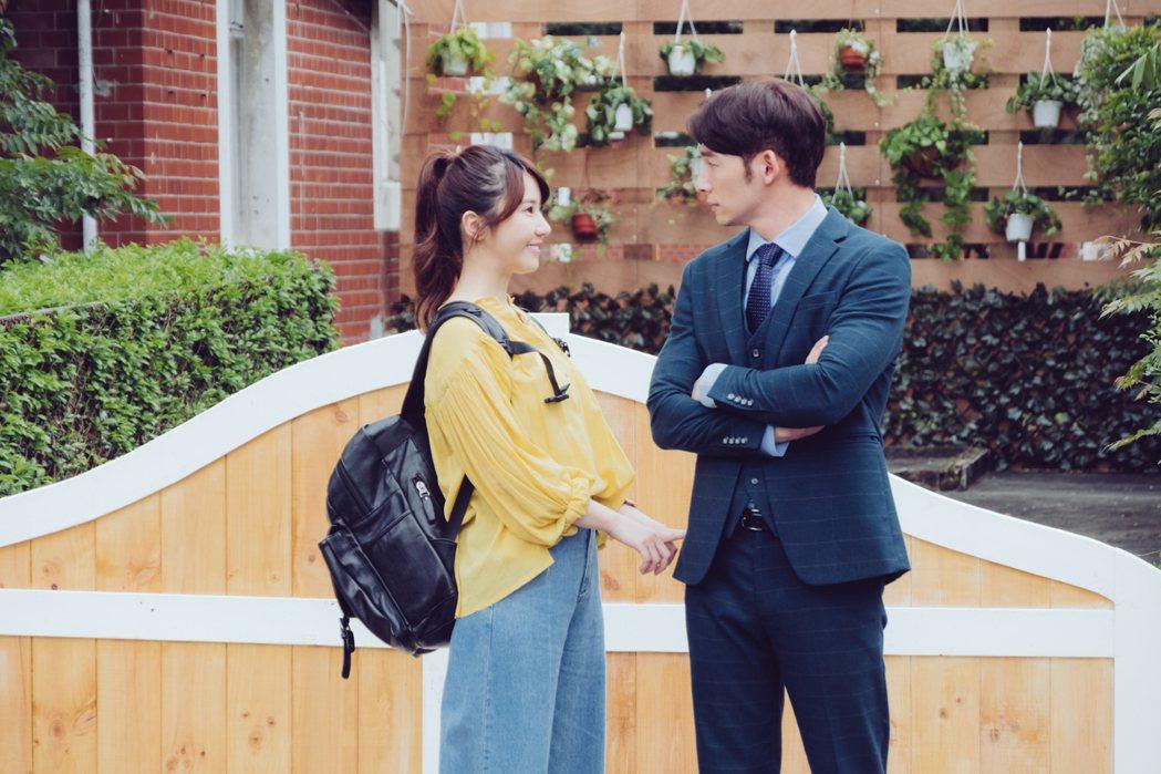 溫昇豪(右)和程茉在「墜愛」戲中演出對手戲。圖/歐銻銻娛樂提供