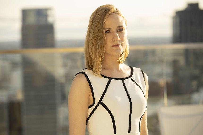 「西方極樂園」女主角伊雯瑞秋伍德在第3季總算能換上時髦、亮麗的服裝。圖/HBO提...