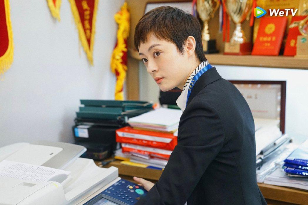 孫儷在「安家」劇中演出金牌房仲。圖/WeTV提供