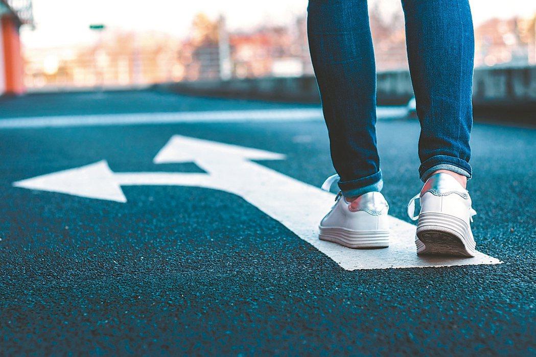 對四十歲的你而言,現在最重要的,就是先停下腳步,好好覺察自己的心。感到迷惘,是必...