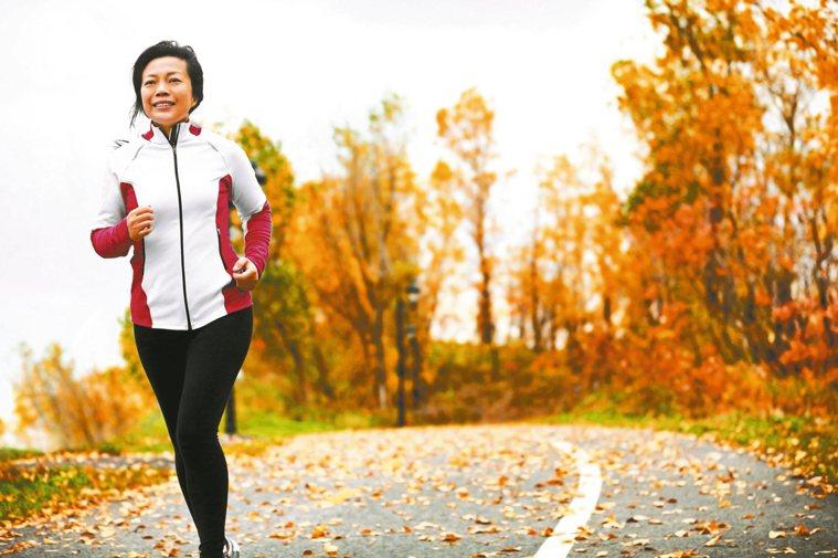 50歲至60歲婦女,此時無論是社會中堅,或全職家庭主婦,都會面臨更年期的問題,情...