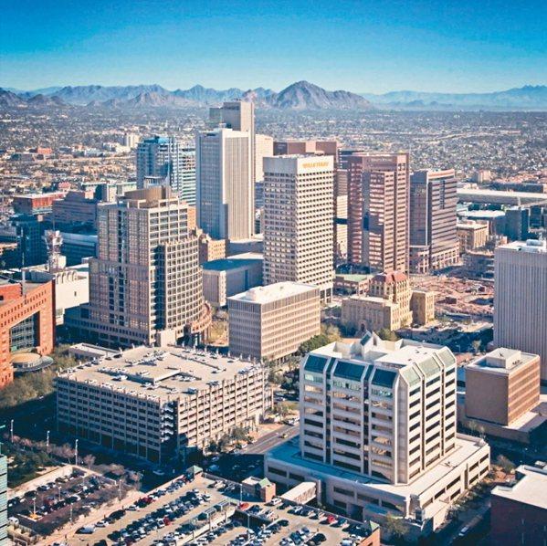 位居美國亞利桑那州最大城市的鳳凰城,近年來產業發展快速,加上體育活動盛行、教育資...