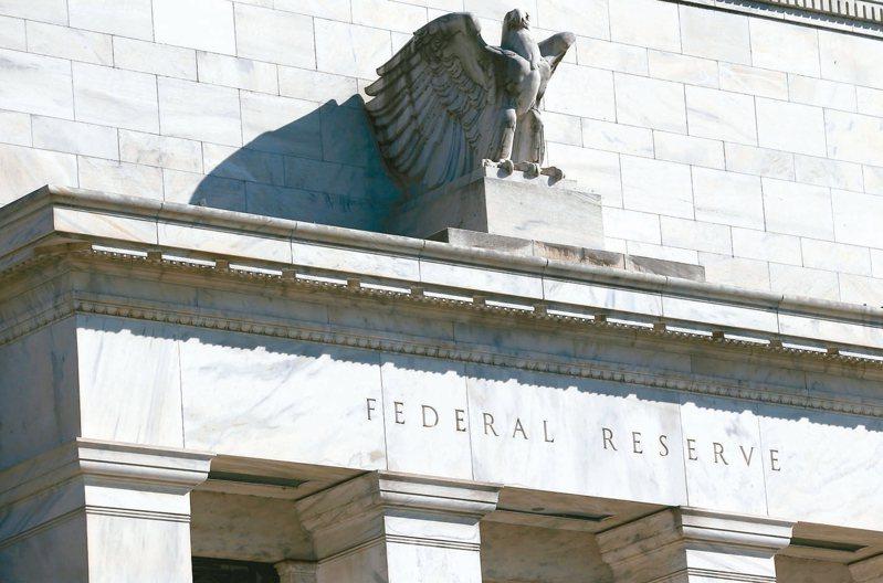 美國大動作降息,彰顯台股高殖利率價值,法人看好國際資金將換手買入高息股。 路透