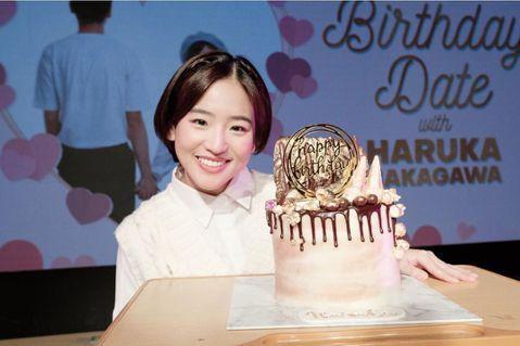 28歲的前AKB48成員仲川遙香,日前在節目自曝一段秘辛,原來她曾待過孤兒院,之前一直對外界表明自己有個幸福家庭全都是謊言,更落淚談為何要公開事實的原因。仲川遙香在2012年移籍到印尼的JKT48,...