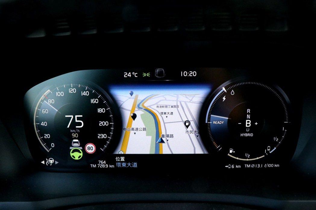 XC90的PAII智能駕駛輔助系統使用起來相當順手。 記者陳威任/攝影