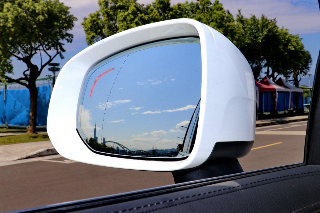 BLIS駕駛視覺盲點資訊系統。 記者陳威任/攝影