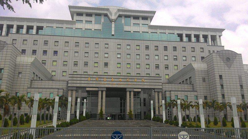 黃姓男子請求扶養費遭三名子女拒絕,台南地院法官以他曾提供租屋處裁准子女須付給他扶養費。圖/本報資料照片