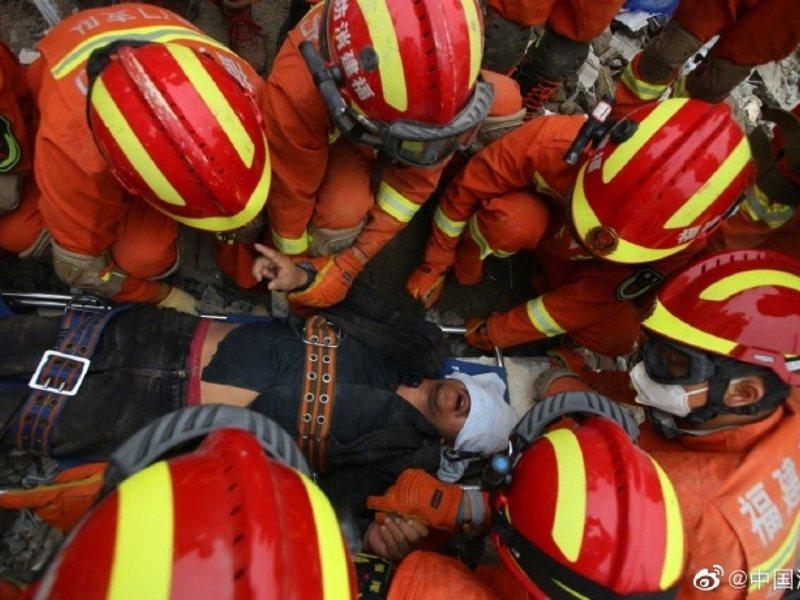 福建泉州飯店倒塌至今救出50人,2人無生命跡象。(大陸應急管理部微博)