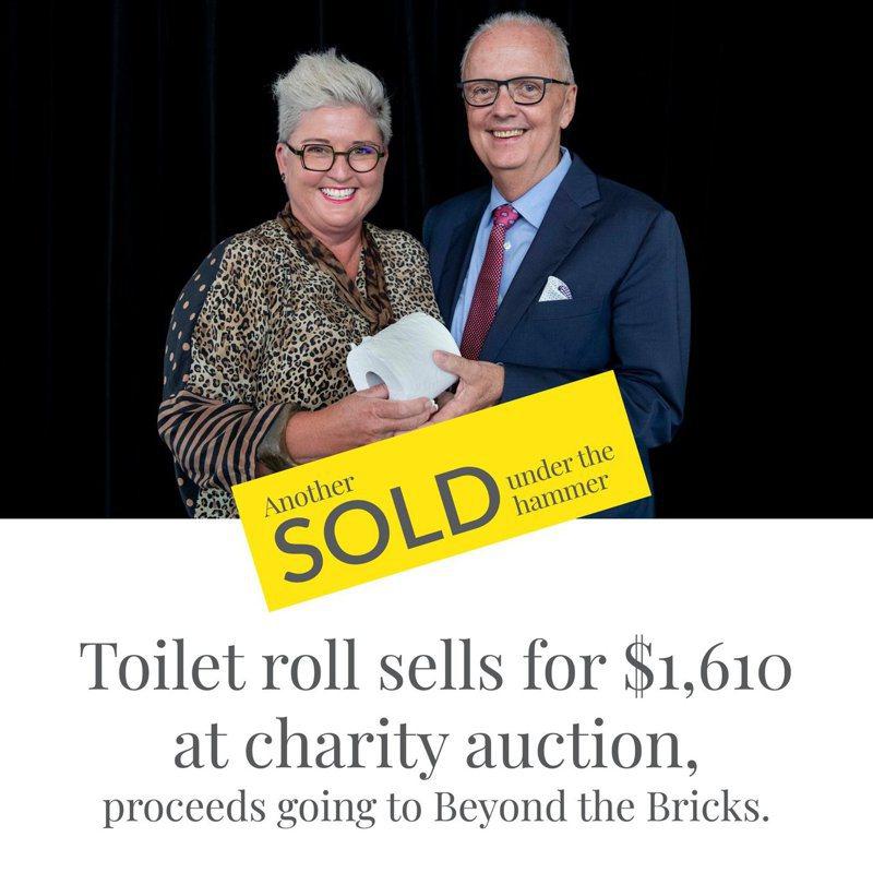 澳洲房地產公司「威外特」(Ray White)日前為野火災情舉行慈善拍賣會,會中一項拍賣品居然是一卷衛生紙,並以1610元澳幣高價落槌賣出。Ray White