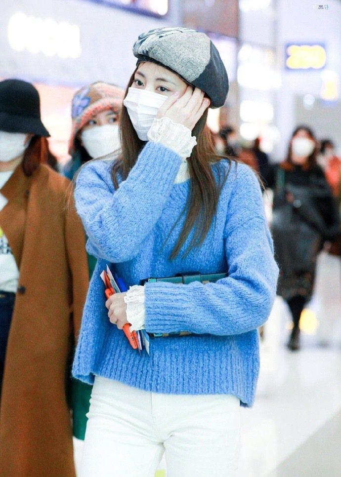 南韓女團TWICE成員周子瑜3日已低調返回台南,目前在居家檢疫中。圖/取自周子瑜...