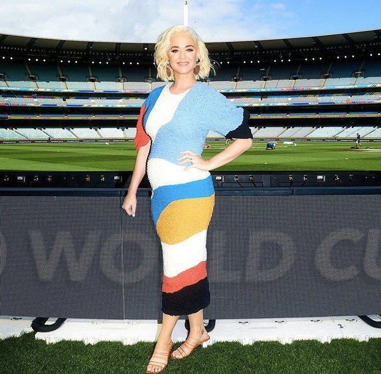 凱蒂佩芮宣告懷孕後首出席澳洲公開活動,沒戴口罩引關注。圖/摘自IG