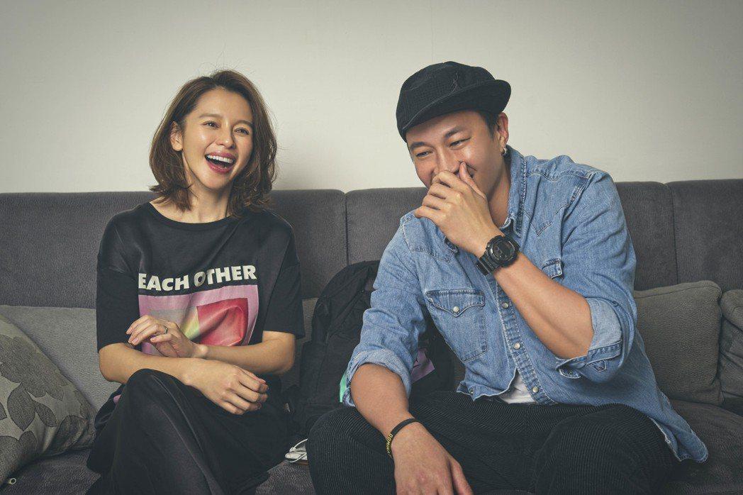 何潤東(右)自製黑暗懸疑影集「誰在你身邊」邀來徐若瑄首當製作人。圖/頤東娛樂提供