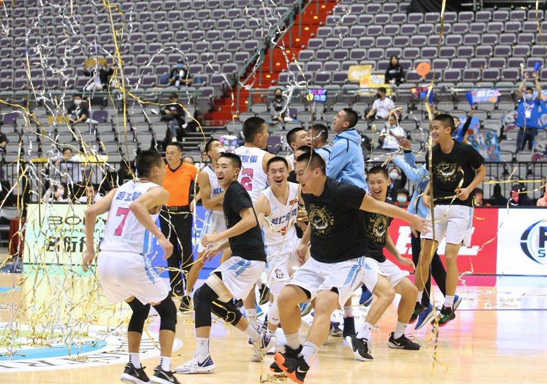 FOX體育台在傳出將於年底撤出台灣的消息,首當其衝的就是旗下幾項獨家轉播的體育賽事,包括在國內最熱門的HBL高中籃球聯賽。 圖/聯合報系資料照