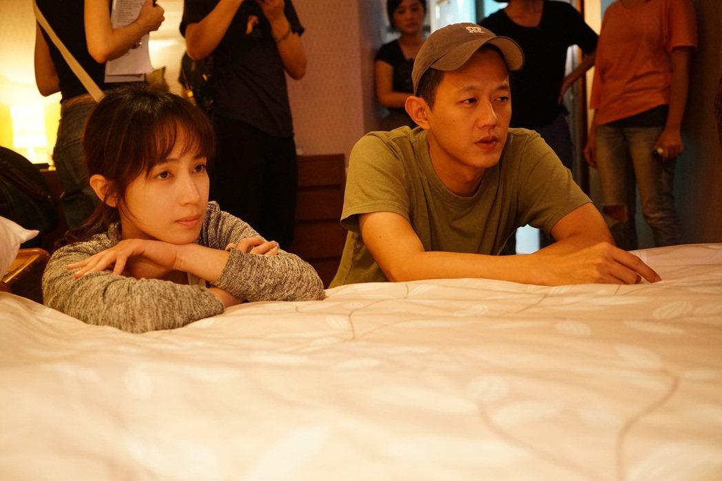 小薰(左)與「租屋」導演莊絢維現場討論劇情。圖/七十六号原子提供