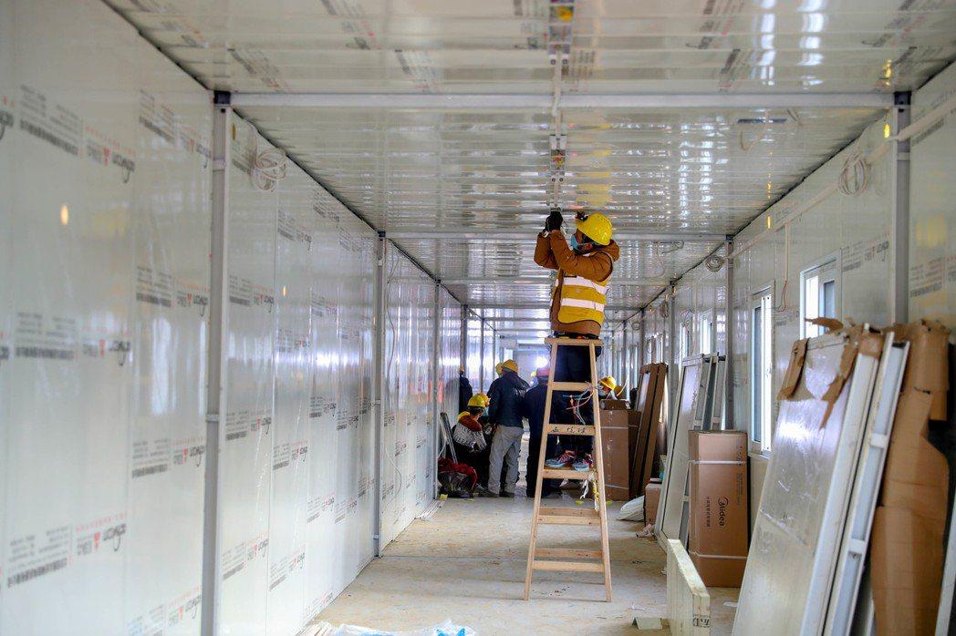武漢火神山醫院興建速度讓世界驚嘆。 (中新社資料照片)