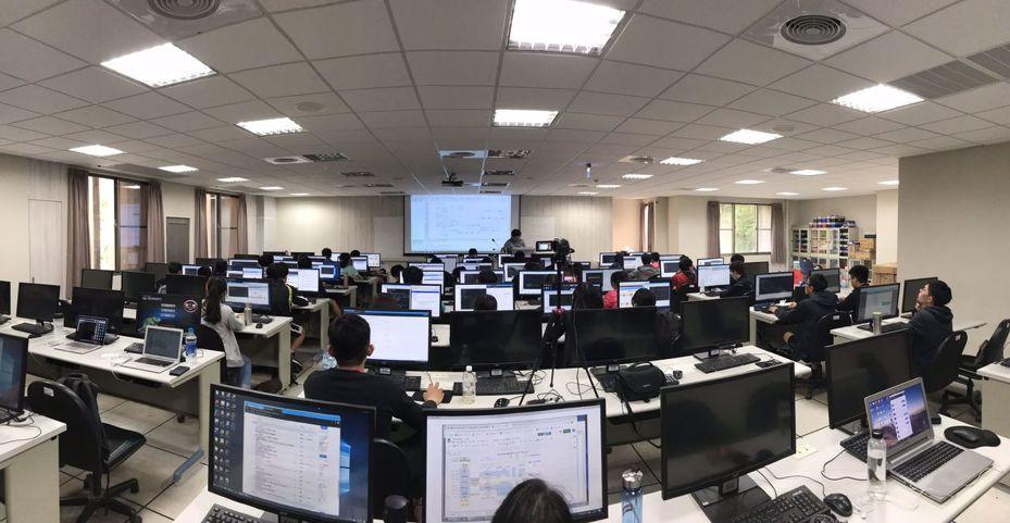 成大108學年下學期在大學部籌設「運算學分學程」,未來將開放全校學生選修。圖/成功大學提供