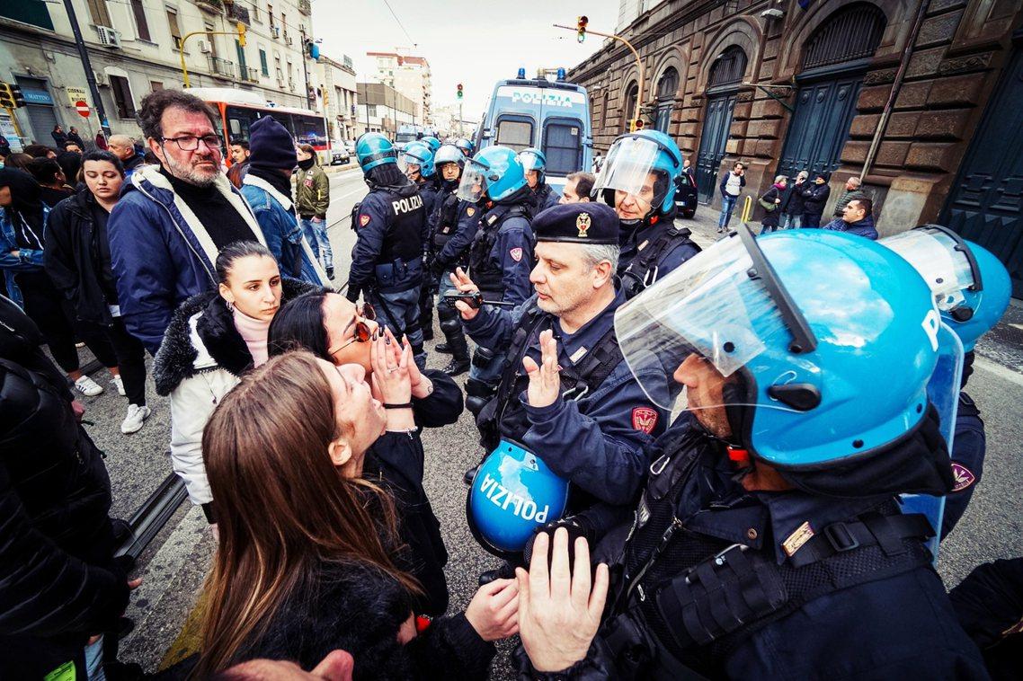 初步的談判結果而論,義大利政府也承諾將提高「電話放風」時間,進而期待能安撫獄中囚...