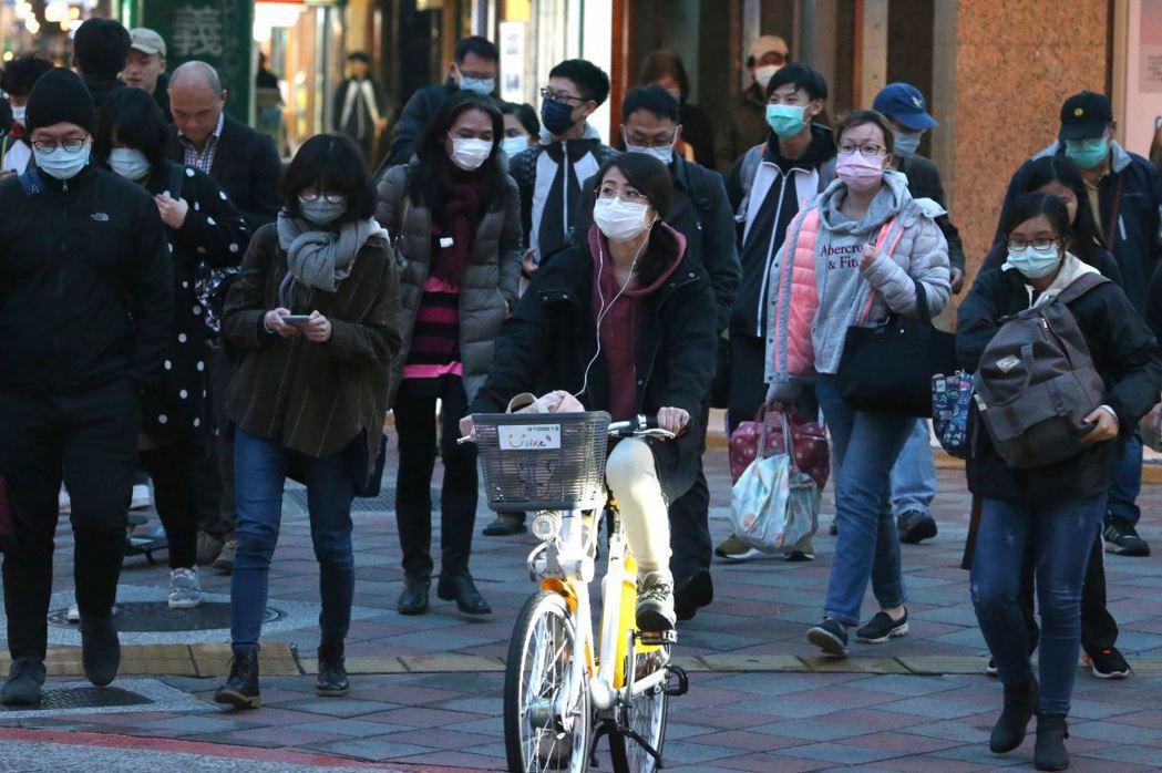 肺炎疫情發酵至今已近2個月,行政機關在防疫上嚴謹以待,獲得國人多數肯定。  圖/美聯社
