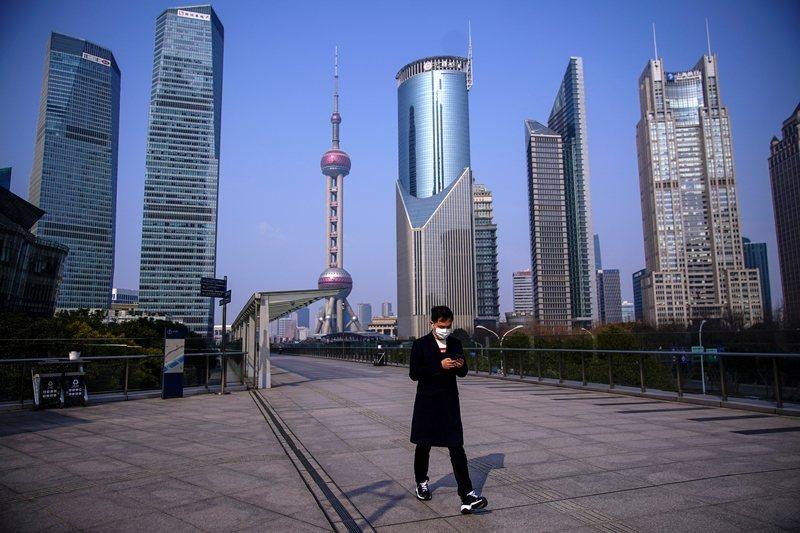 肺炎疫情持續影響中國經濟,也大幅降低中小企業招聘意願。 圖/路透社