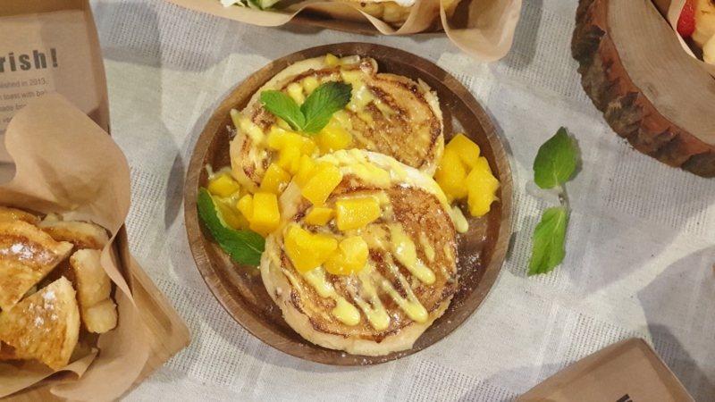 以台灣高甜度芒果為主角的「芒果百香果法式吐司」,是Ivorish信義威秀店的限定...