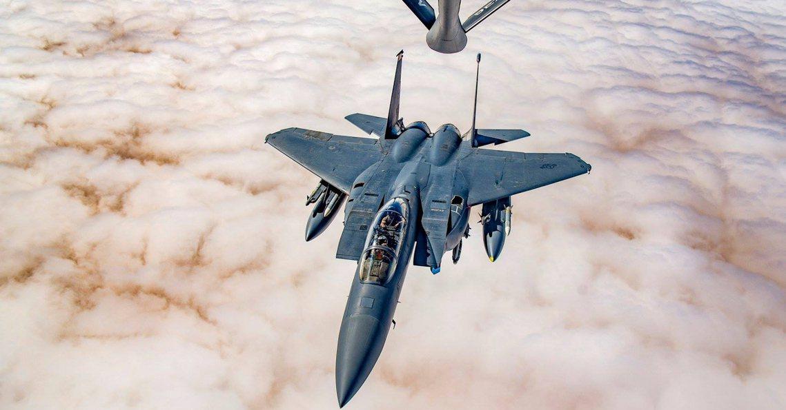 資料圖片,伊拉克上空的美軍F-15E戰鬥機。 圖/美國國防部