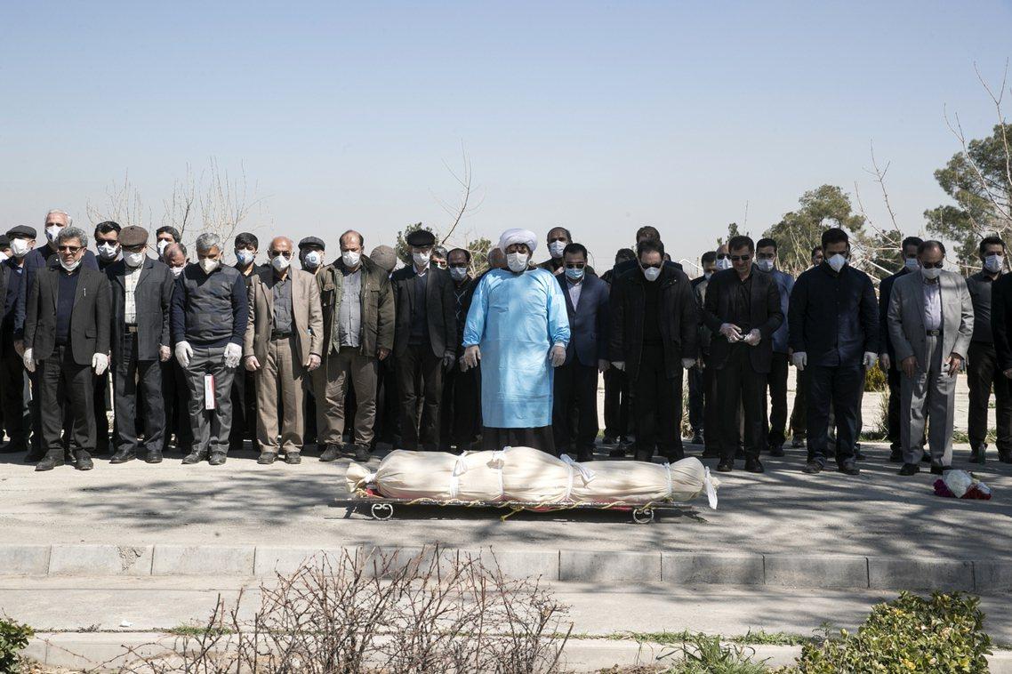 伊朗境內的疫情喪禮。 圖/美聯社