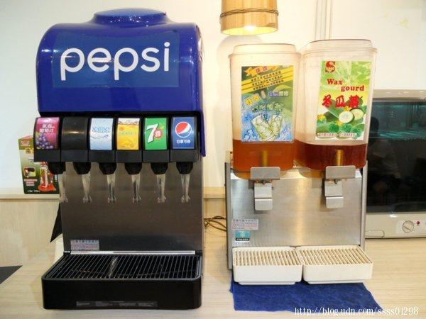 飲料喝得到可樂、七喜、檸檬紅茶等,另有冰開水,綠茶和冬瓜茶也很吸引我