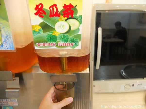 等待店家的丼飯上桌前,我已經喝了兩杯冬瓜茶了!屏東現在天氣好適合喝飲料