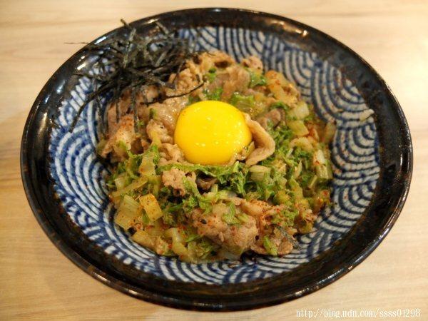 招牌日式丼-月見牛丼110元,店裡經典必吃招牌,也是店家第一優先推薦的品項