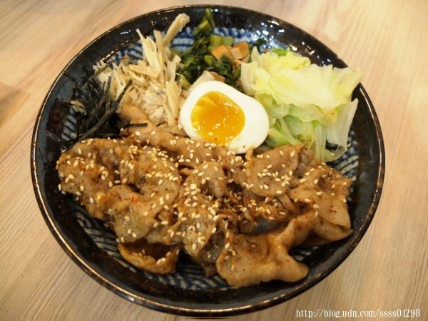 炙燒丼系列-炙燒豬五花丼(小盛)120元,不吃牛的朋友當然也能有豬肉的選擇