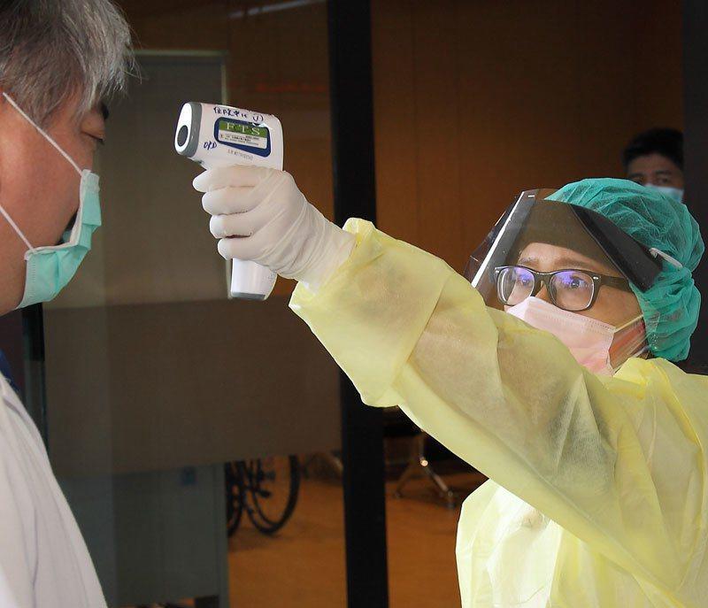 流感防疫除了戴口罩、勤洗手及出入口量體溫,疫苗注射更是預防流感的有效方法。 攝影/徐裕庭