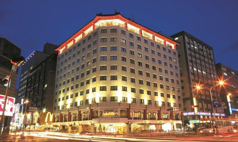 六福客棧將於今年5月底熄燈,該飯店見證台北的風華歲月,走過時代的伸展台,謝幕前的回眸,顯出另一種風貌。圖/六福提供