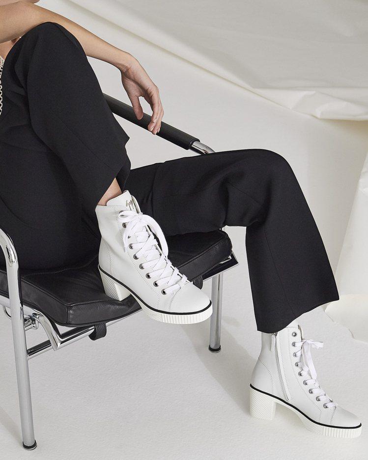 義大利搖滾鞋王Giuseppe Zanotti今年全新推出主打黑白兩色系的Nid...