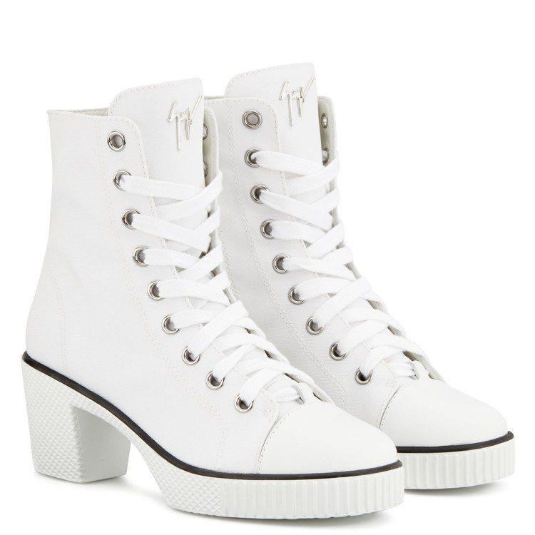 Nidir復古高跟運動鞋以90年代穿搭潮流為靈感,為綁帶運動風的鞋型加了5公分的...