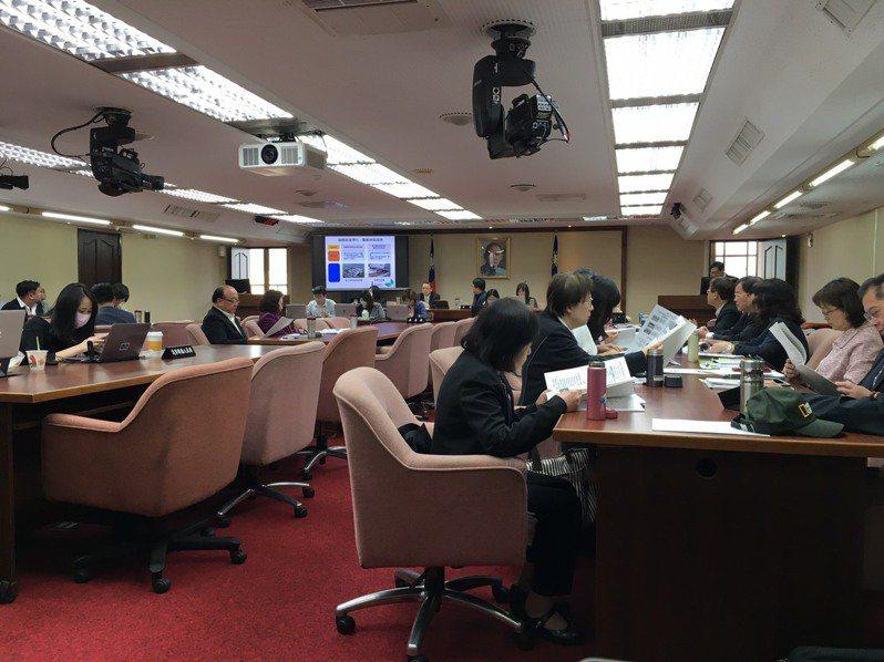 立法院社會福利及衛生環境委員會今天請環保署報告業務。記者吳姿賢/攝影
