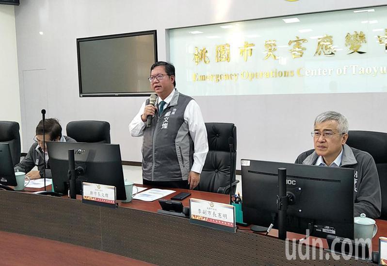 針對中華職棒在桃園球場開打,桃園市長鄭文燦(中)建議增加電視轉播或線上直播場次,提高防疫標準。記者曾增勳/攝影