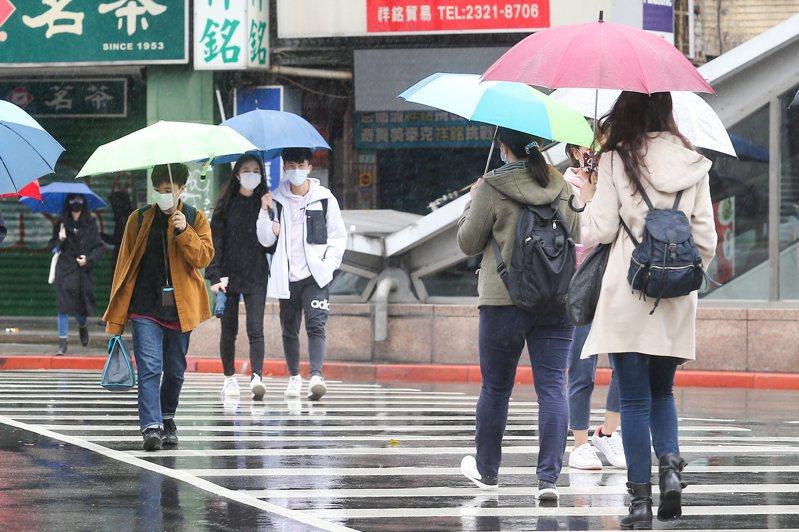 今天上午是這波降雨影響北部最強的時候,下半天開始鋒面逐漸遠離,降雨漸趨緩和。記者季相儒/攝影