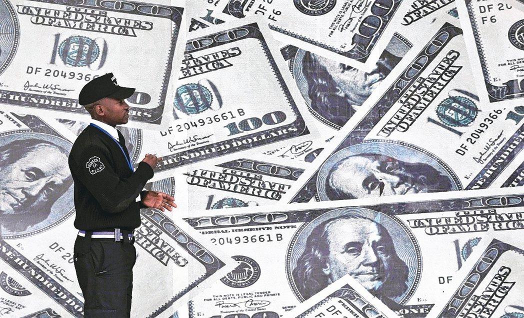 業者建議,面對風險,配置需「股債平衡」。 路透