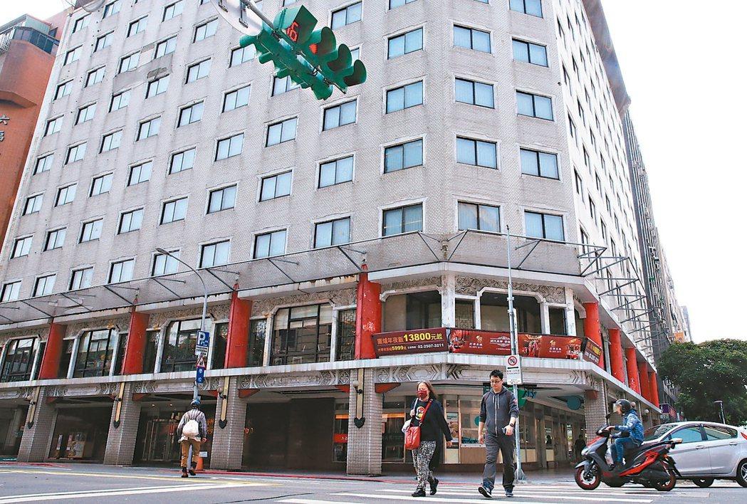六福客棧因危老案通過改建,預計5月底正式熄燈。 記者潘俊宏/攝影