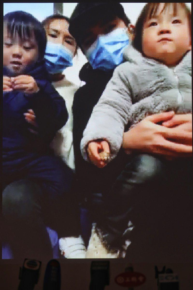 「特急」300人滯湖北 港爸失業子無奶粉食 香港中國通訊社