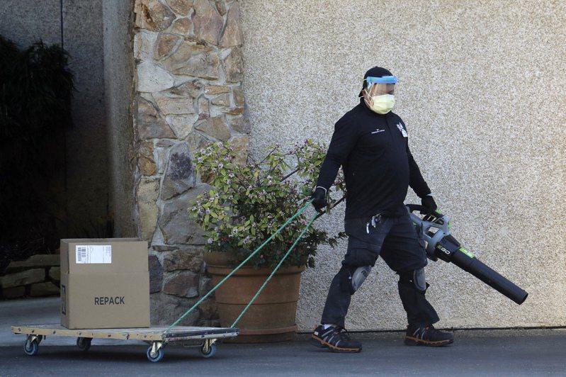 新型冠狀病毒肺炎疫情迅速在美升溫,截至10日零時止,36州和華盛頓特區至少717人確診,迄今已造成26人死亡,部分病患曾在公共場合出沒,引起民眾恐慌。 美聯社
