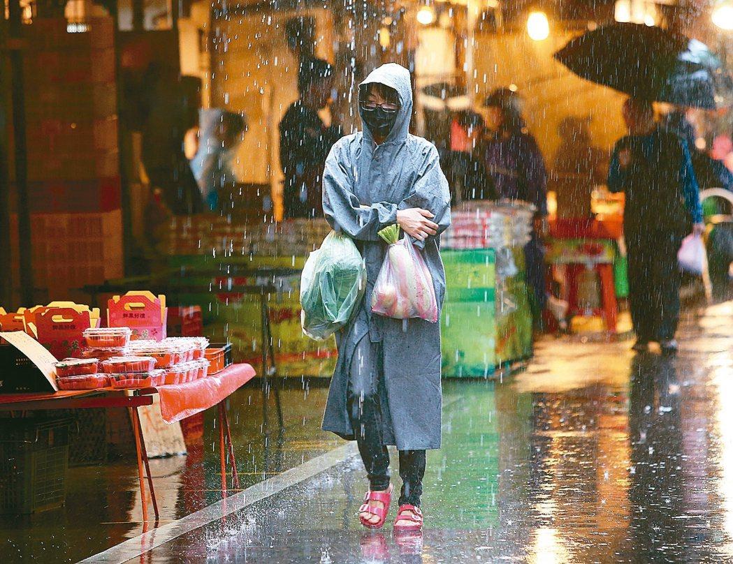 市場冷颼颼新冠肺炎疫情持續在全球蔓延,導致經濟受到強烈衝擊,大台北地區昨天入...