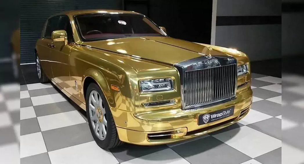 第七代Rolls-Royce Phantom並將外觀鍍上金色。 圖/摘自Cars...