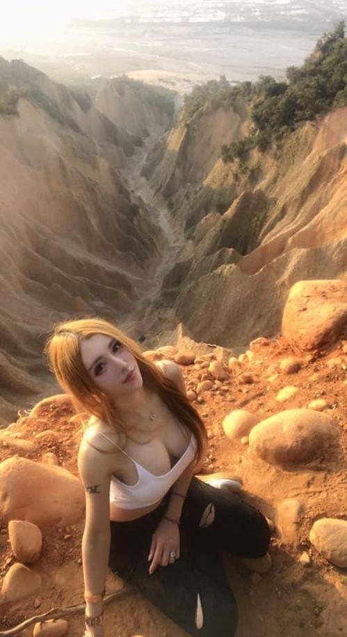 台灣女生到火炎山遊覽,拍下多張性感美照,引來網民討論,有人質疑太危險。(Viki...