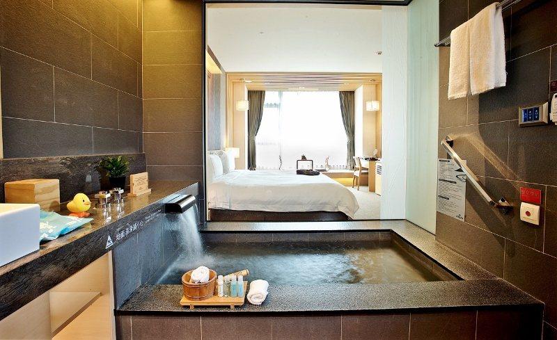 礁溪長榮鳳凰高級洋式客房,雙人一泊一食,限時搶購價6999元。 業者/提供