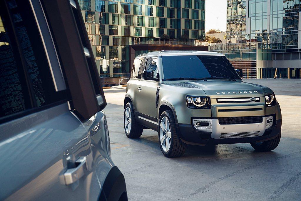 隨著Land Rover Defender家族各車型陸續到位,更高效的PHEV插...