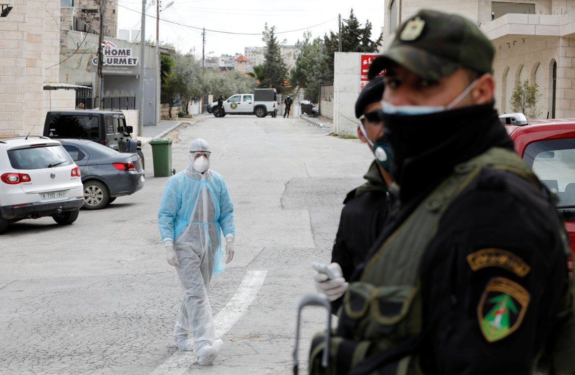 納坦雅胡政府的「全球入境隔離令」,卻引發了以色列醫界與防疫學界的高度爭論。圖為約...