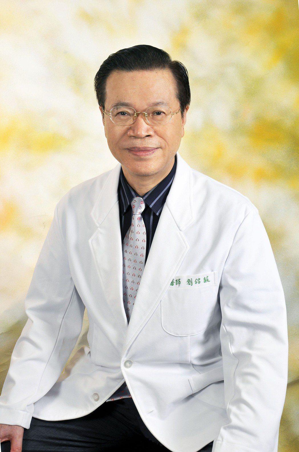 劉紹毅醫師呼籲,綠兒茶素成份經過協同作用才能真正有保護力。台灣血液淨化醫學會、綠...