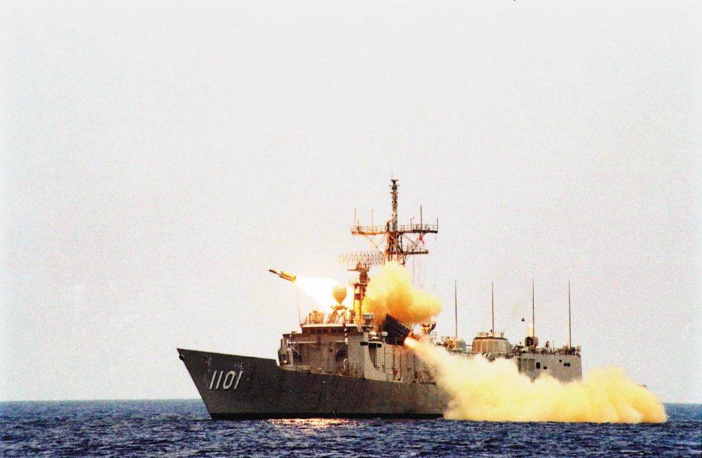海軍成功級艦發射雄三超音速反艦飛彈。 圖/聯合報系資料照