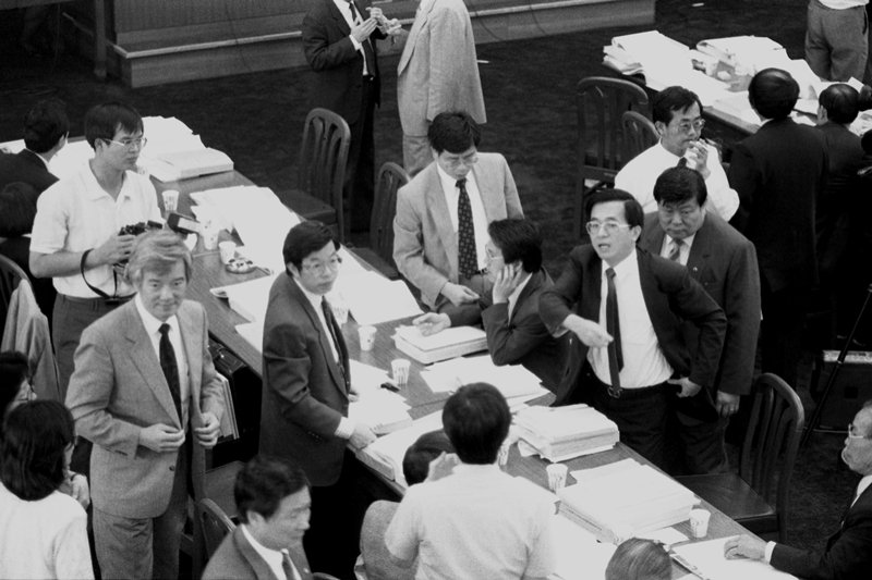 1990年5月,李登輝決定提名國防部長郝柏村組閣的消息傳到立法院,立即發生震撼。 圖/聯合報系資料庫
